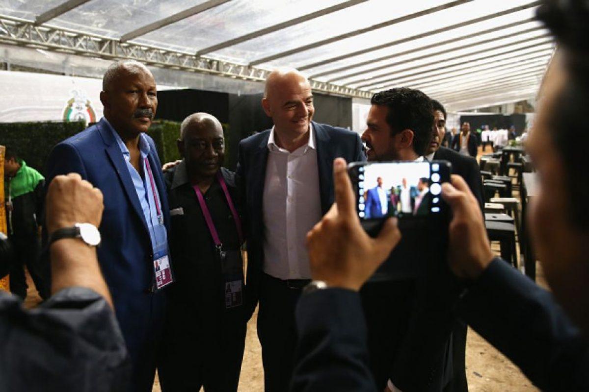 """Y el festejo fue amenizado con un partido entre """"Leyendas de México"""" y """"Leyendas de la FIFA"""", donde estuvieron grandes figuras del fútbol mundial. Foto:Getty Images"""