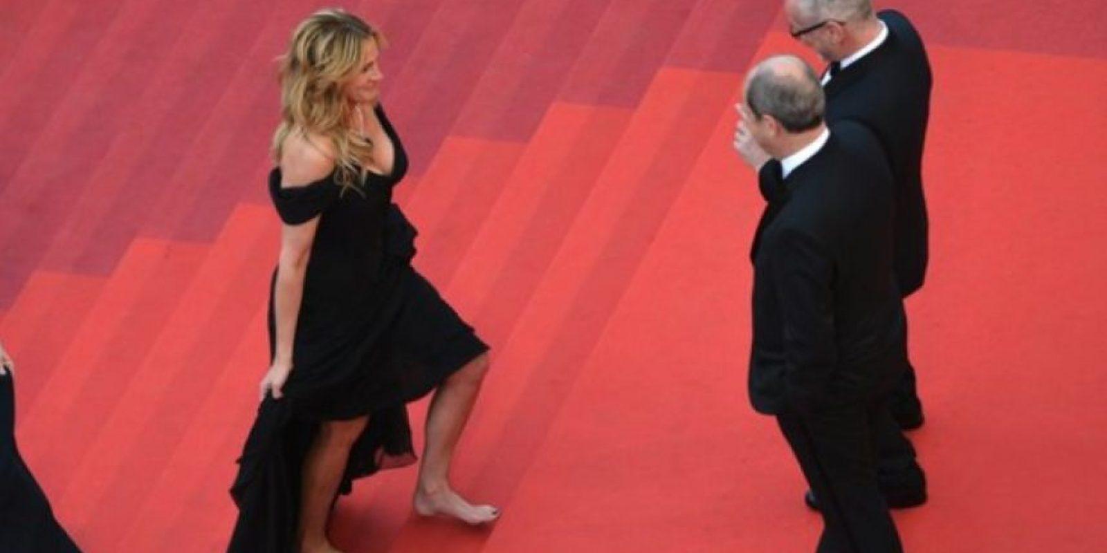 A pesar de que el protocolo indica llevar tacones, Julia se los quitó. Foto:Getty Images