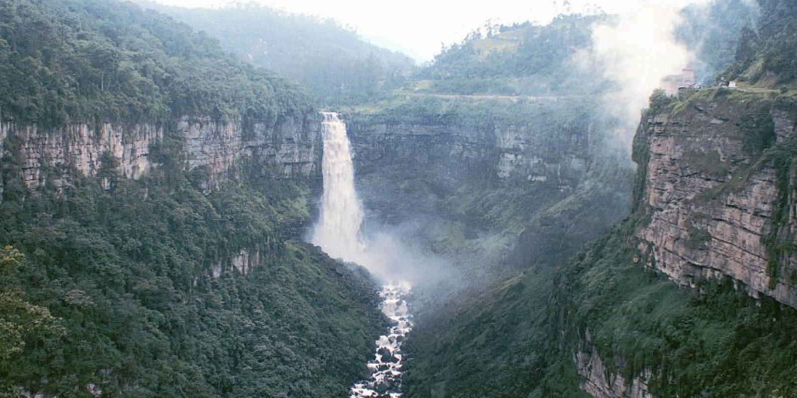 5. Los suicidas del Salto de Tequendama. Foto: Taringa.