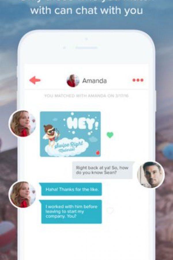 Entonces la app les permite comenzar una plática. Foto:Tinder