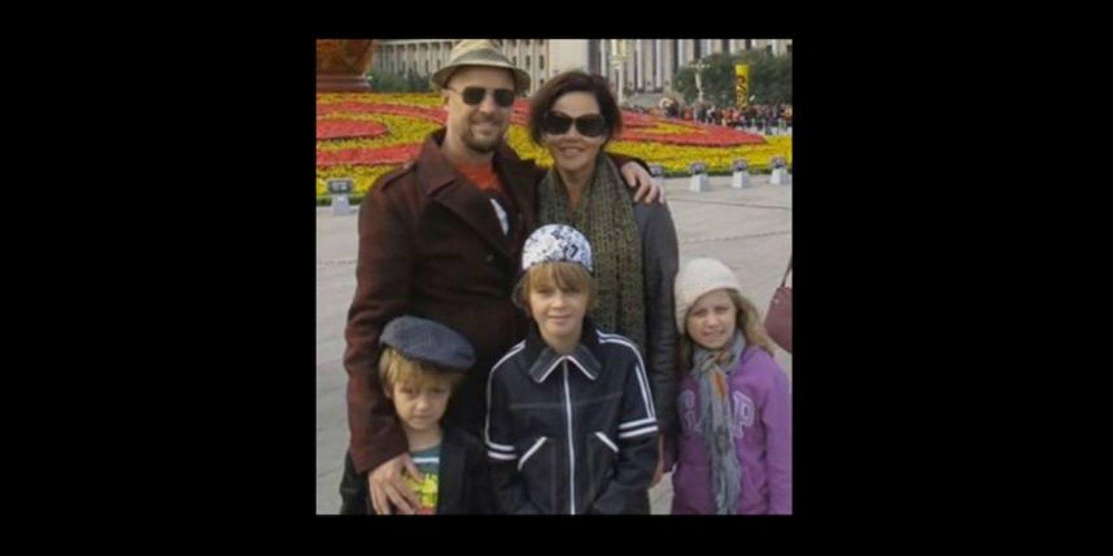 Anthony Maslin y Marite Norris junto a sus tres hijos Foto:Twitter
