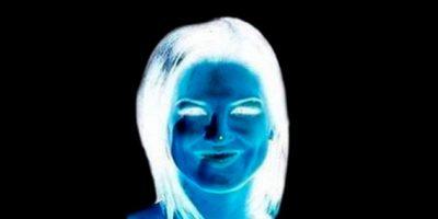 Miren durante 15 segundos el punto en su nariz y luego guíen su vista en la superficie blanca. Foto:vía Twitter