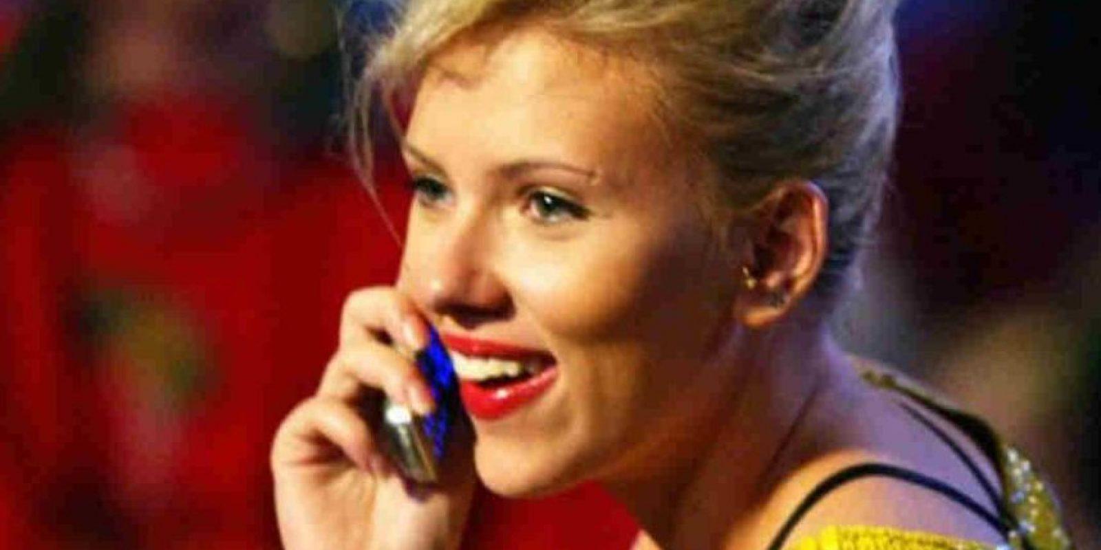 La actriz Scarlett Johansson ha sido captada con este tipo de celulares. Foto:Getty Images