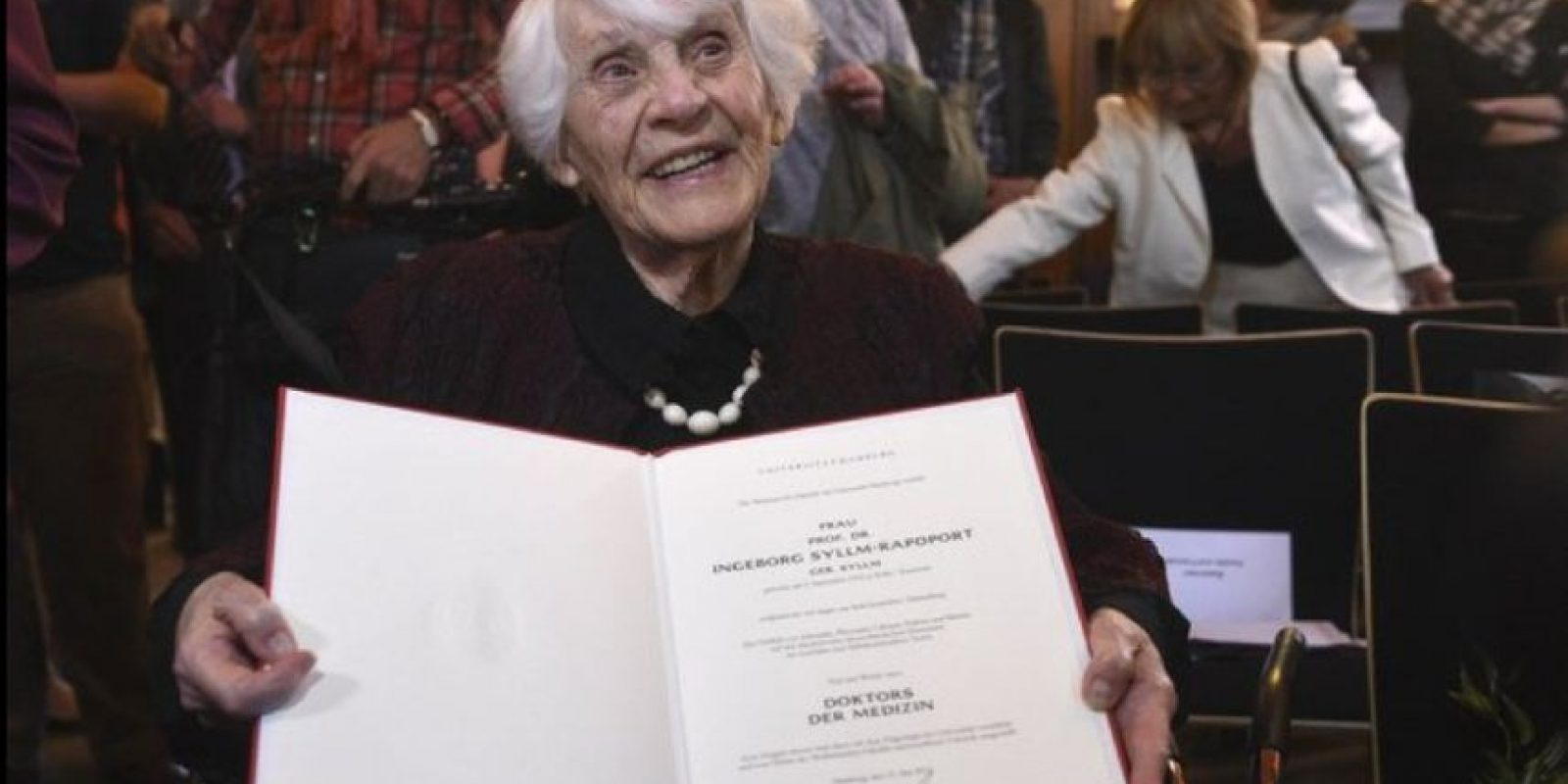 Ingeborg Rapoport, a los 102 años, recibió su doctorado en Medicina. Foto:Twitter