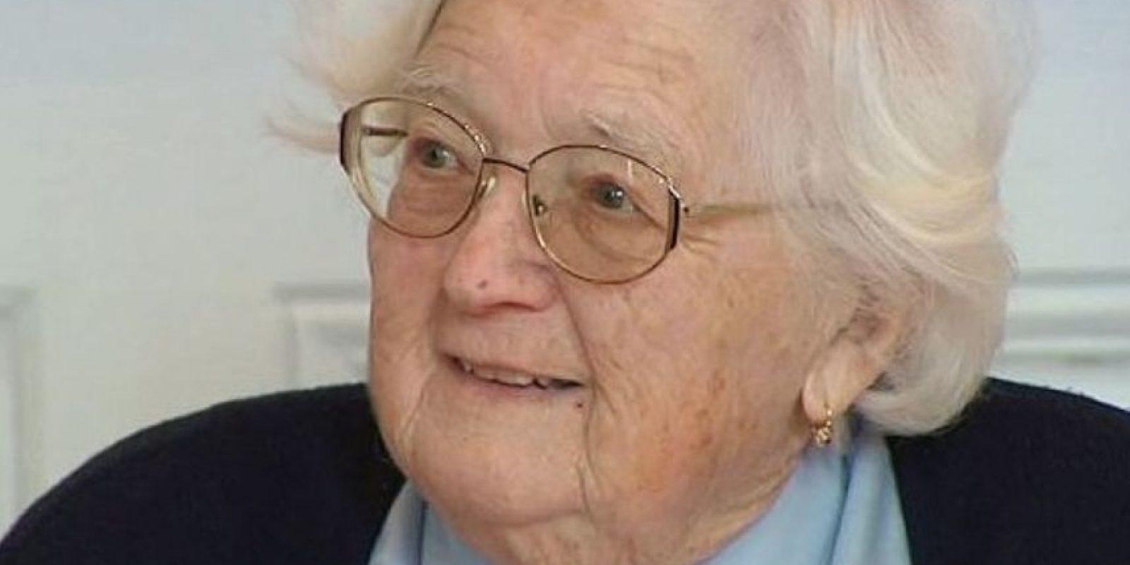 Colette Bourlier de 91 años se convirtió en la mujer con más edad de Francia en obtener un doctorado en Geografía. Foto:Twitter