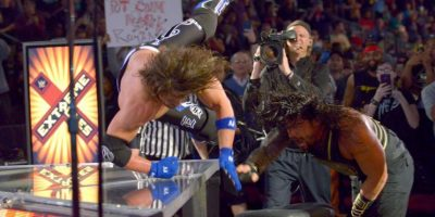 Agresiones en las mesas de transmisión Foto:WWE