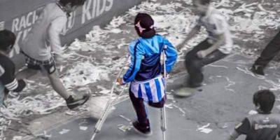 Ya que se muestra jugando fútbol con muletas Foto:Twitter.com/BonomoSabri