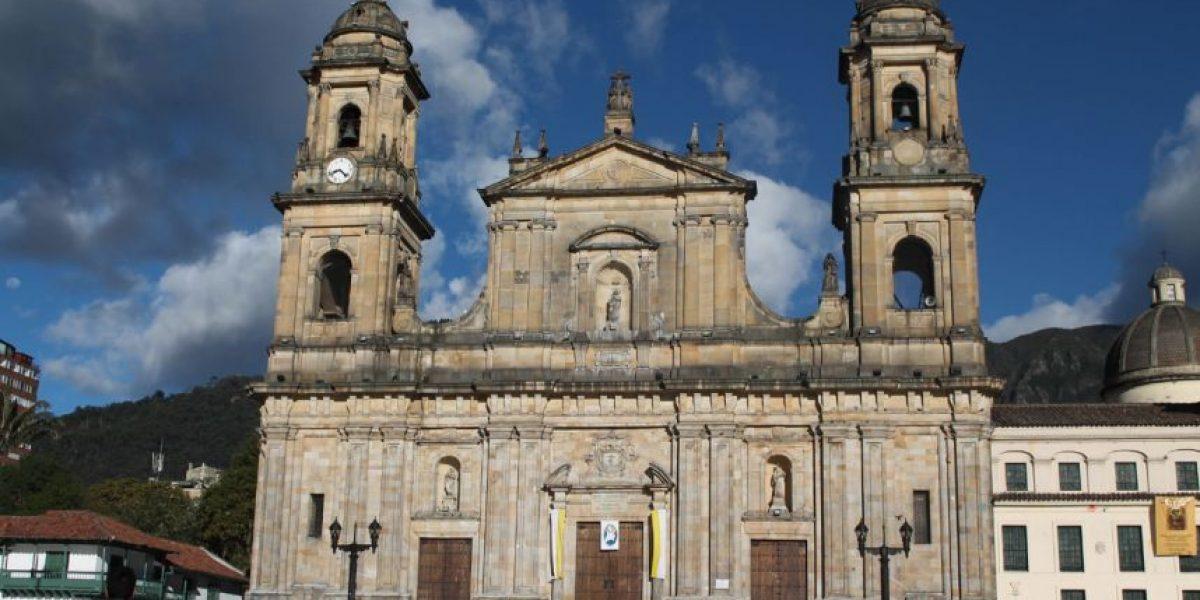 Foto con las palomas de la Plaza de Bolívar, plan que no 'muere' en Bogotá
