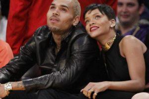 Chris Brown golpeó a Rihanna, ella volvió con él, pero se dio cuenta de que no pudo cambiarlo. Foto:vía Getty Images