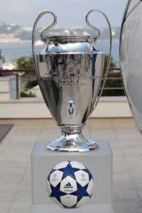 "El trofeo lleva inscrita la frase: ""Coupe des Clubs Champions Européens"" Foto:Getty Images"