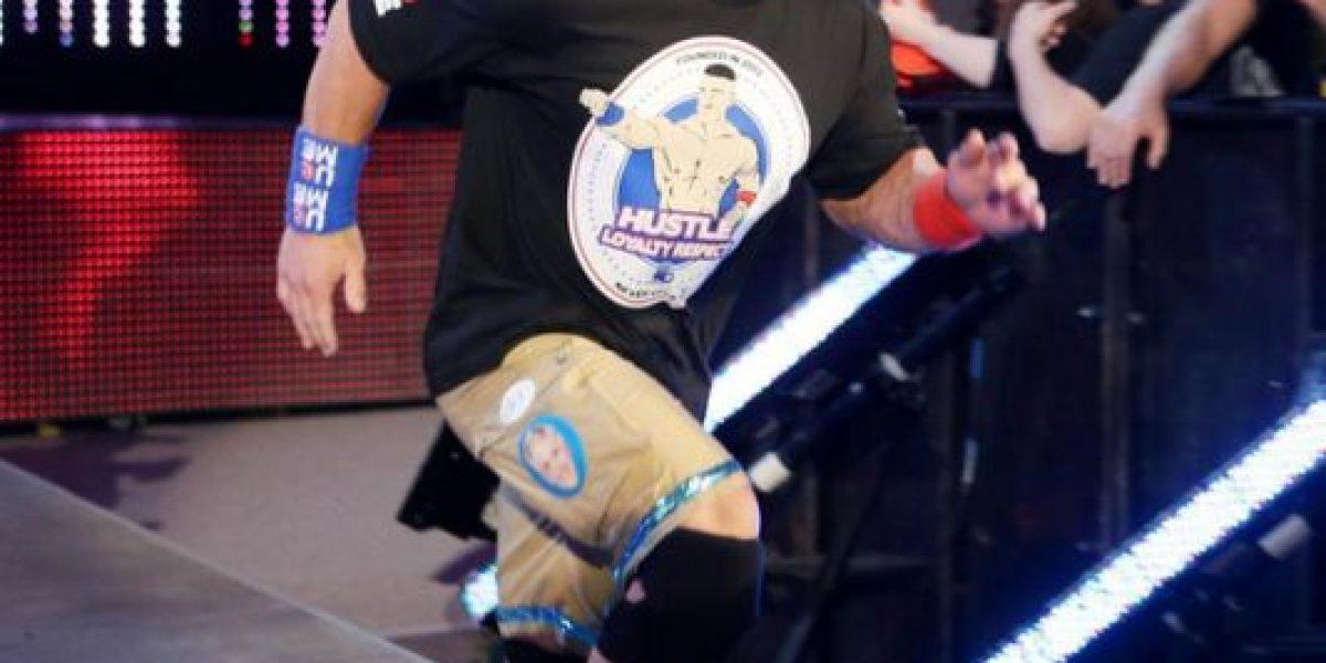 WWE: John Cena es recibido de forma brutal por AJ Styles