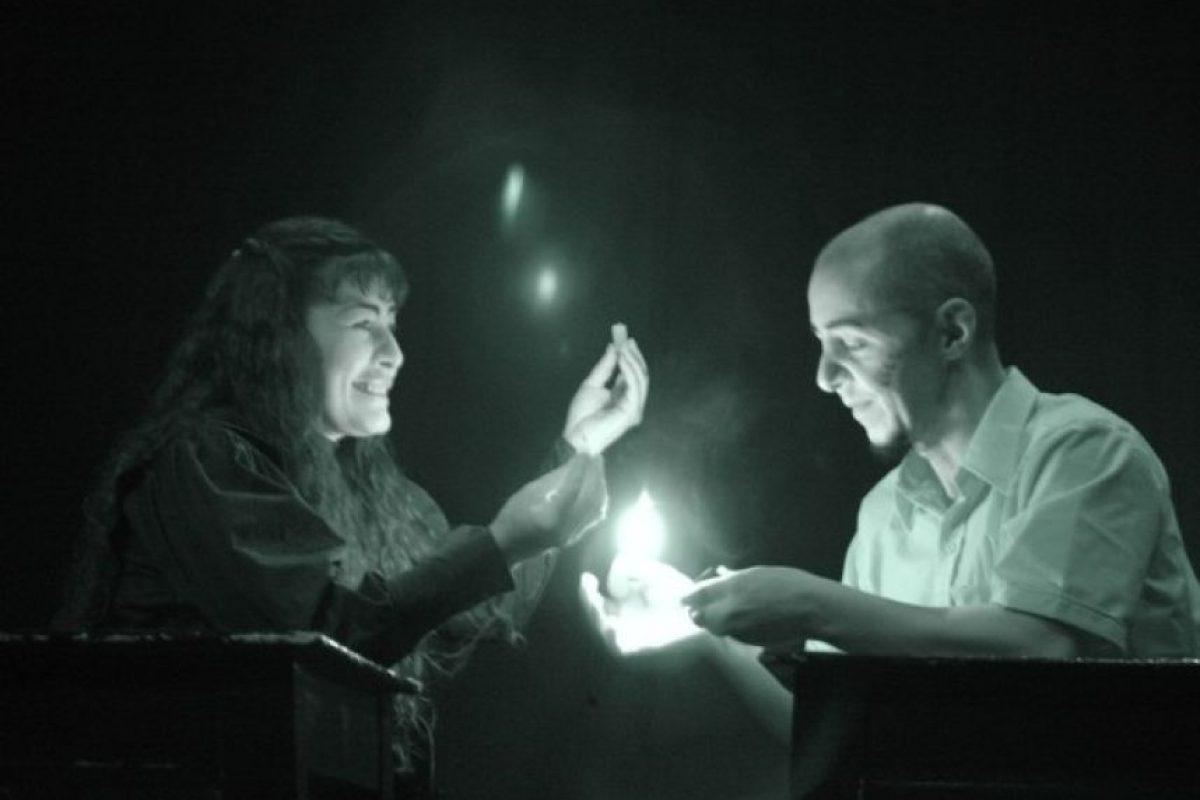 Obra 'El cuento de la Isla desconocida', donde los protagonistas de este cuento de Saramago son el amor y la comprensión de los humanos, en el Pequeño Teatro. Foto:Cortesía Pequeño Teatro de Medellín.