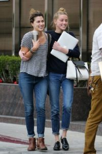 """El sitio """"Page Six"""" mencionó que Heard pudo haber sonreído camino al banco, ya que después de visitar a sus abogados el fin de semana Foto:Grosby Group"""