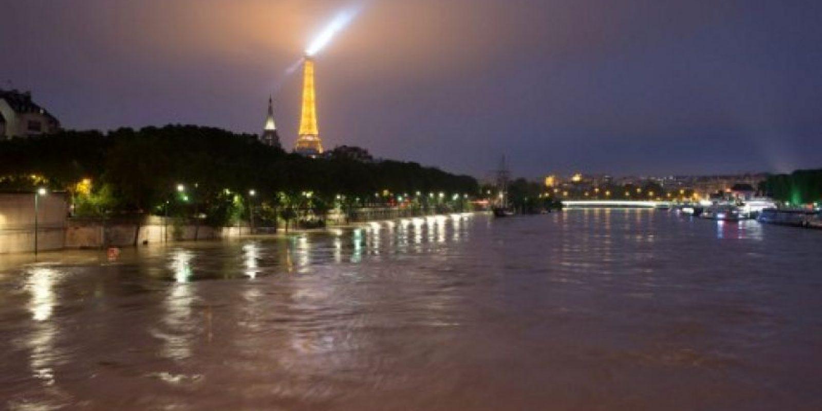 Así luce el río Sena en estos momentos. Foto:AFP