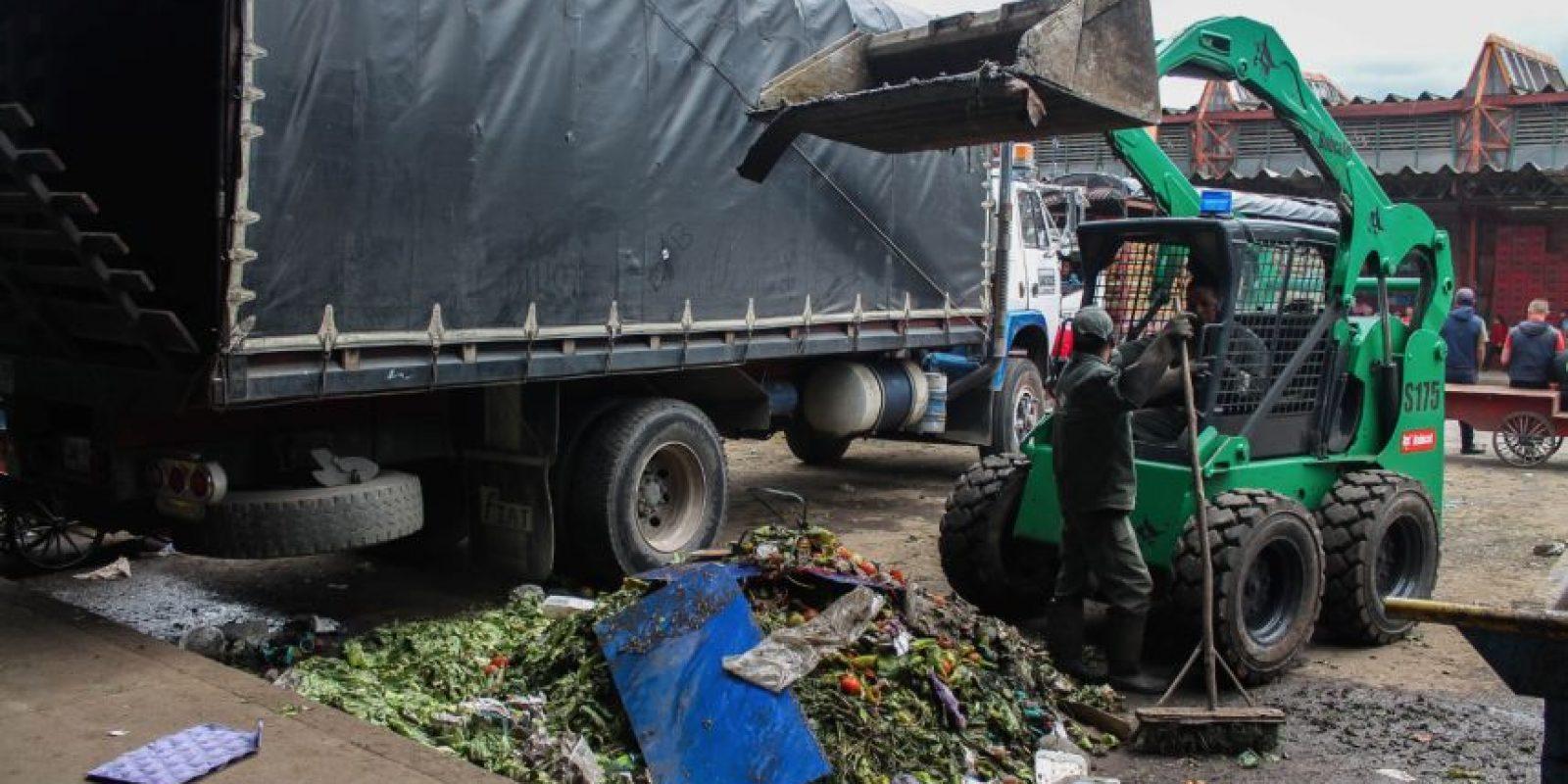 Cuando los contenedores no da más, los andenes se convierten en una especie de botadero. Foto:Sofía Toscano-Publimetro