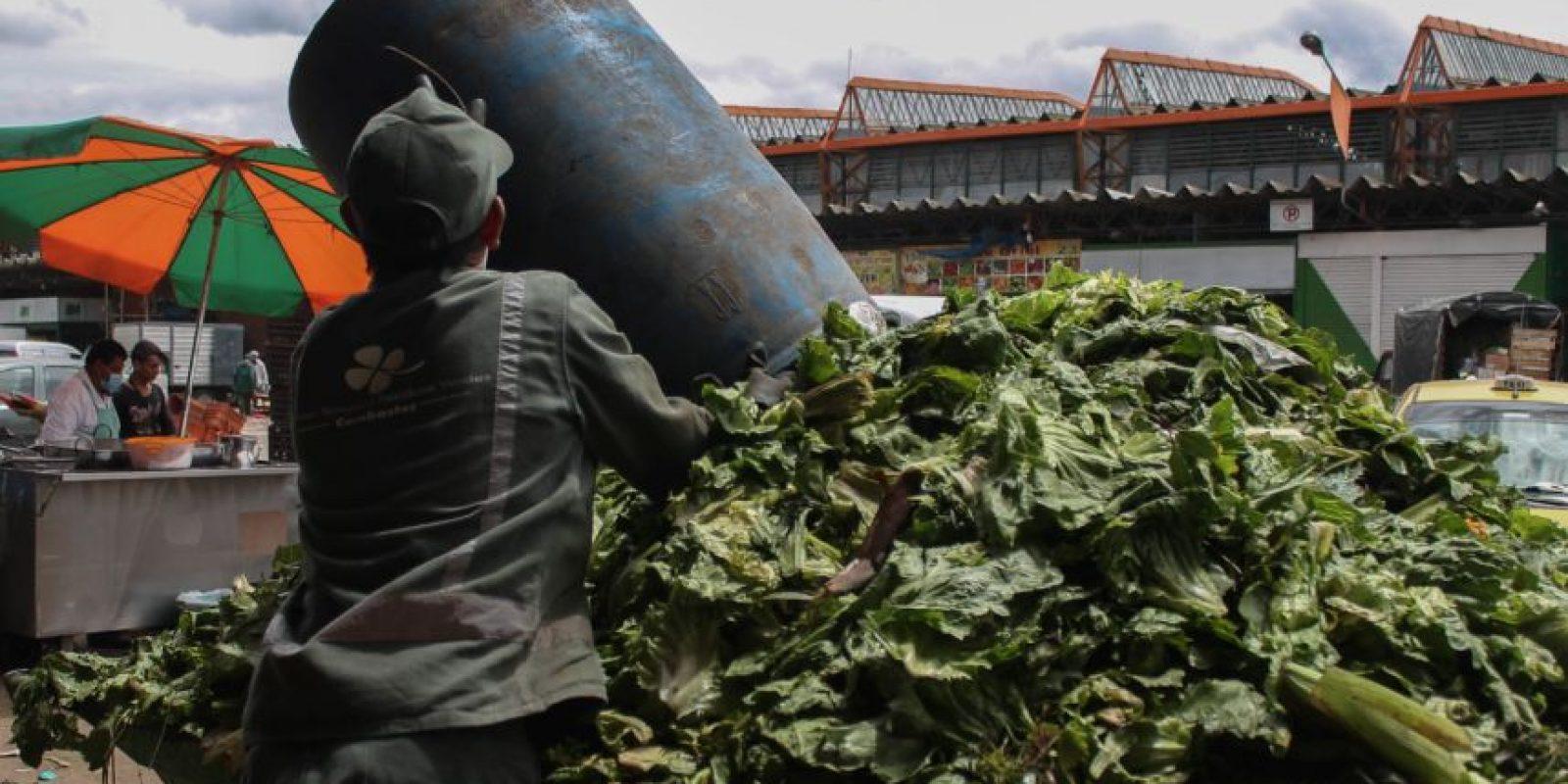 Hacía el medio día los contenedores ya no dan abasto. Foto:Sofía Toscano-Publimetro