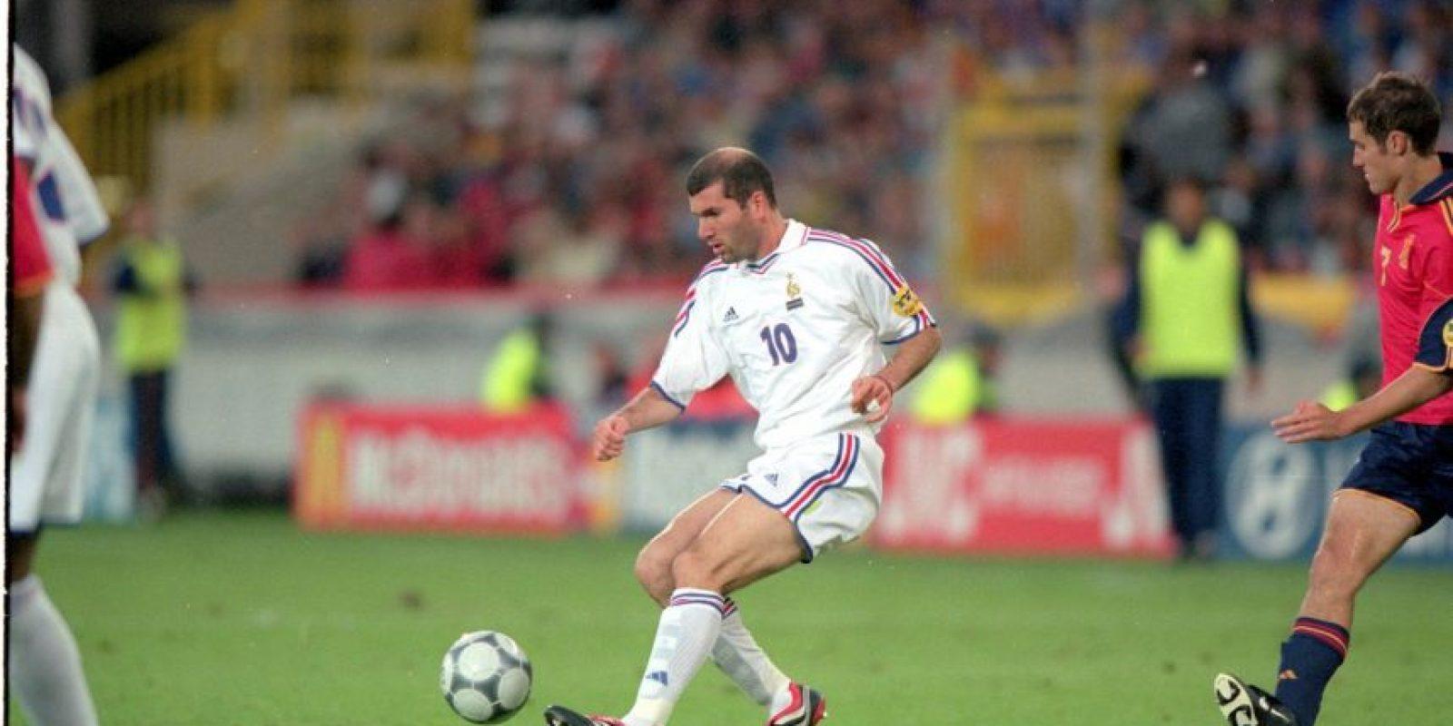 El astro francés jugó tres Eurocopa (1996, 2000 y 2004). Comandó el título que consiguieron el 2000 en Bélgica-Holanda tras vencer a Italia en la final Foto:Getty Images