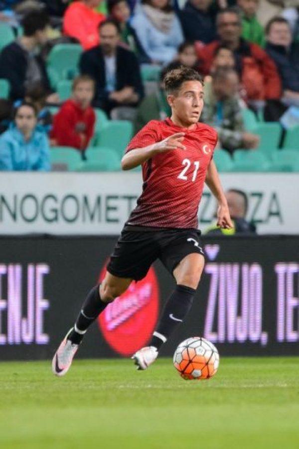 El joven defensor de 19 años fue fichado por Borussia Monchengladbach desde Zurich en la temporada 2015/2016 y alternó en la suplencia y la titularidad. Sus 1547 minutos le valieron para que Borussia Dortmund ponga sus ojos sobre él y lo fichara
