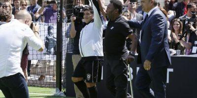 Pero no fue lo único que dejó el encuentro y Maradona le envió un dardo 'secreto' a Messi Foto:AFP