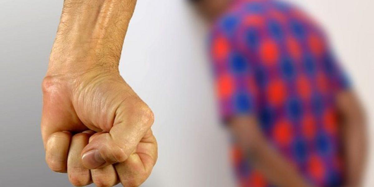 Video: Mujer golpea a su novio y él la noquea