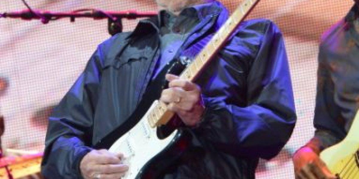 Eric Clapton revela enfermedad que podría alejarlo de la música