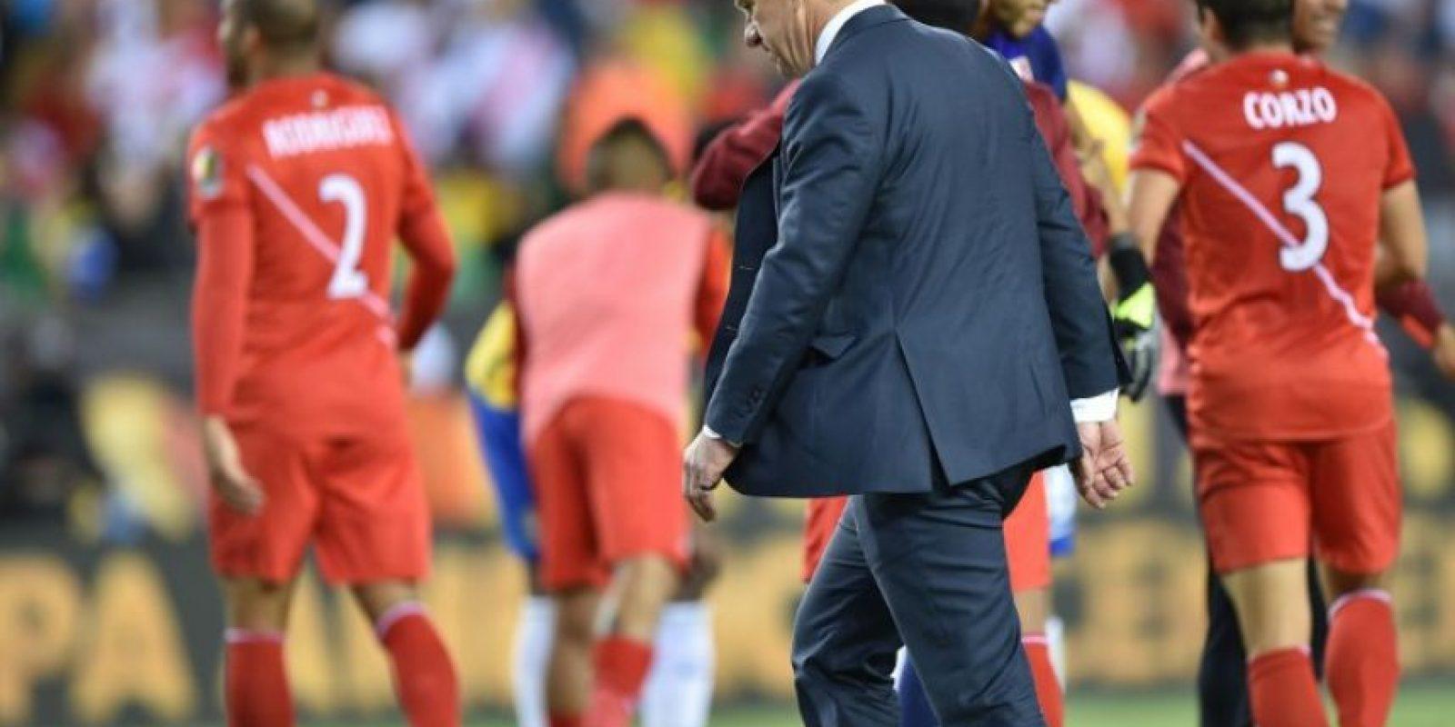 El karma le devolvió la trampa que realizaron en 1995, cuando Tulio convirtió con la mano y dejó fuera de cuartos de final a Argentina. Dunga jugaba en aquella selección Foto:AFP