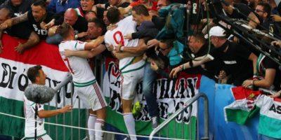 El festejo fue con todo y los hinchas gozaron con sus jugadores Foto:Getty Images