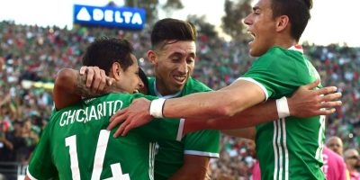 México es el gran candidato a ganar la Copa América Centenario y salió primero del Grupo C. Los aztecas vencieron a Uruguay por 3 a 1, Jamaica por 2 a 0 e igualaron ante Venezuela en la última fecha Foto:Getty Images