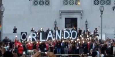 Aquí algunas imágenes del homenaje a las víctimas de Orlando Foto:Vía Youtube