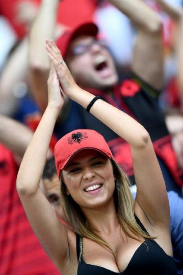 Las hinchas más guapas de Albania Foto:AFP