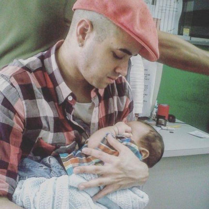 El cantante venezolano Nacho con su bebé Foto:Instagram @nacholacriatura
