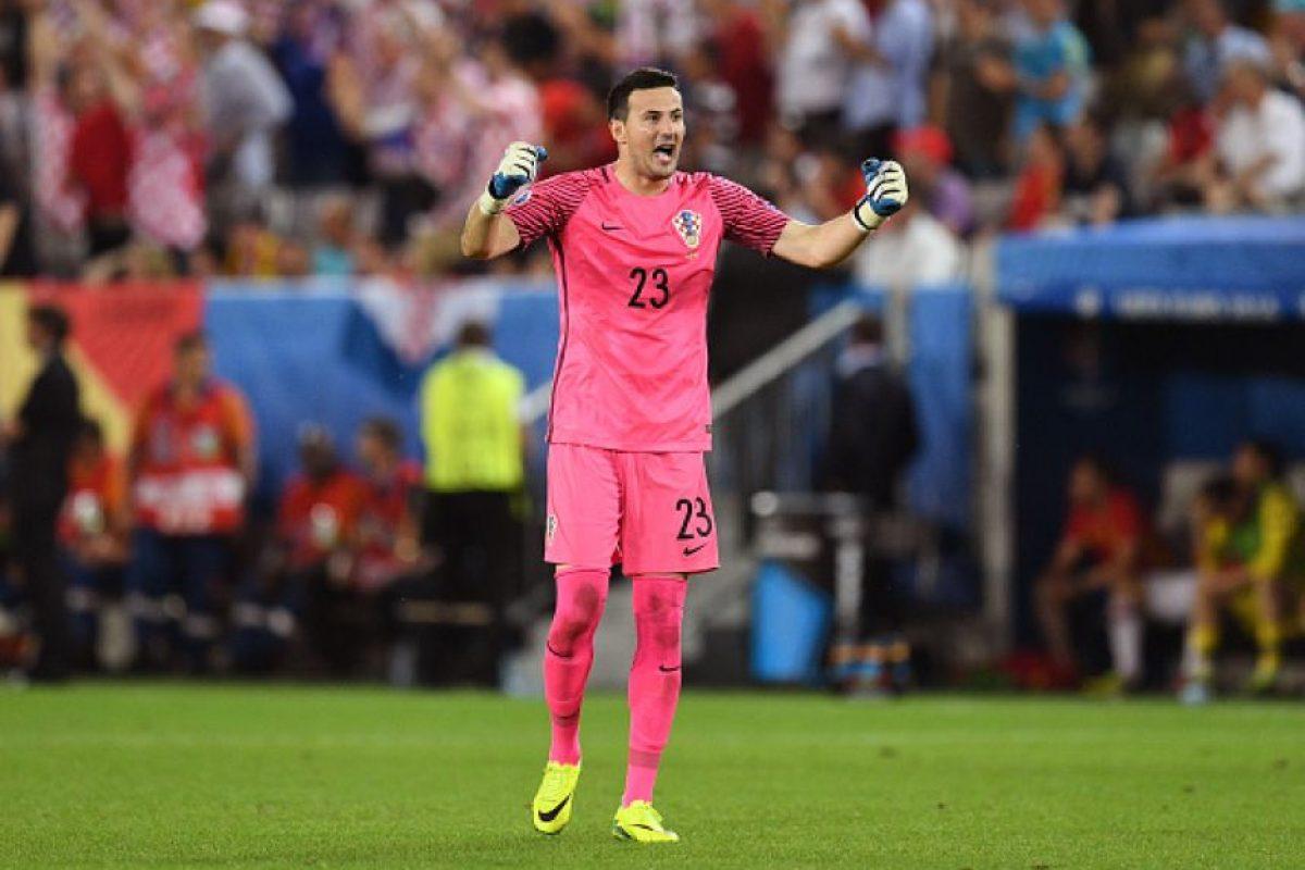 El arquero fue el gran héroe de los croatas, quienes vencieron a España por 2 a 1 y ganaron el grupo D Foto:Getty Images