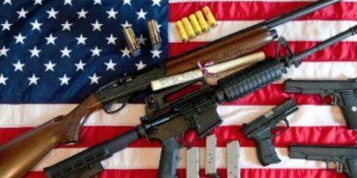 La Segunda Enmienda permite tener a los estadounidenses varias armas. Foto:vía Getty Images