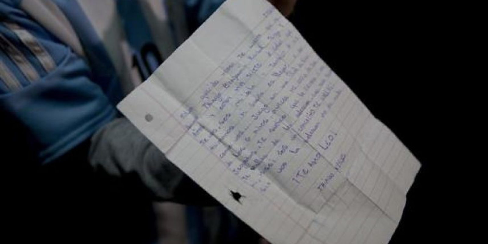 A la llegada de la Selección a Argentina hubo quienes llevaron cartas Foto:AP