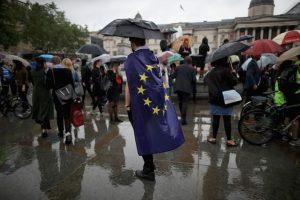 """Quienes, a pesar de la lluvia, expresaron su rechazo al resultado del """"Brexit"""" Foto:Getty Images"""
