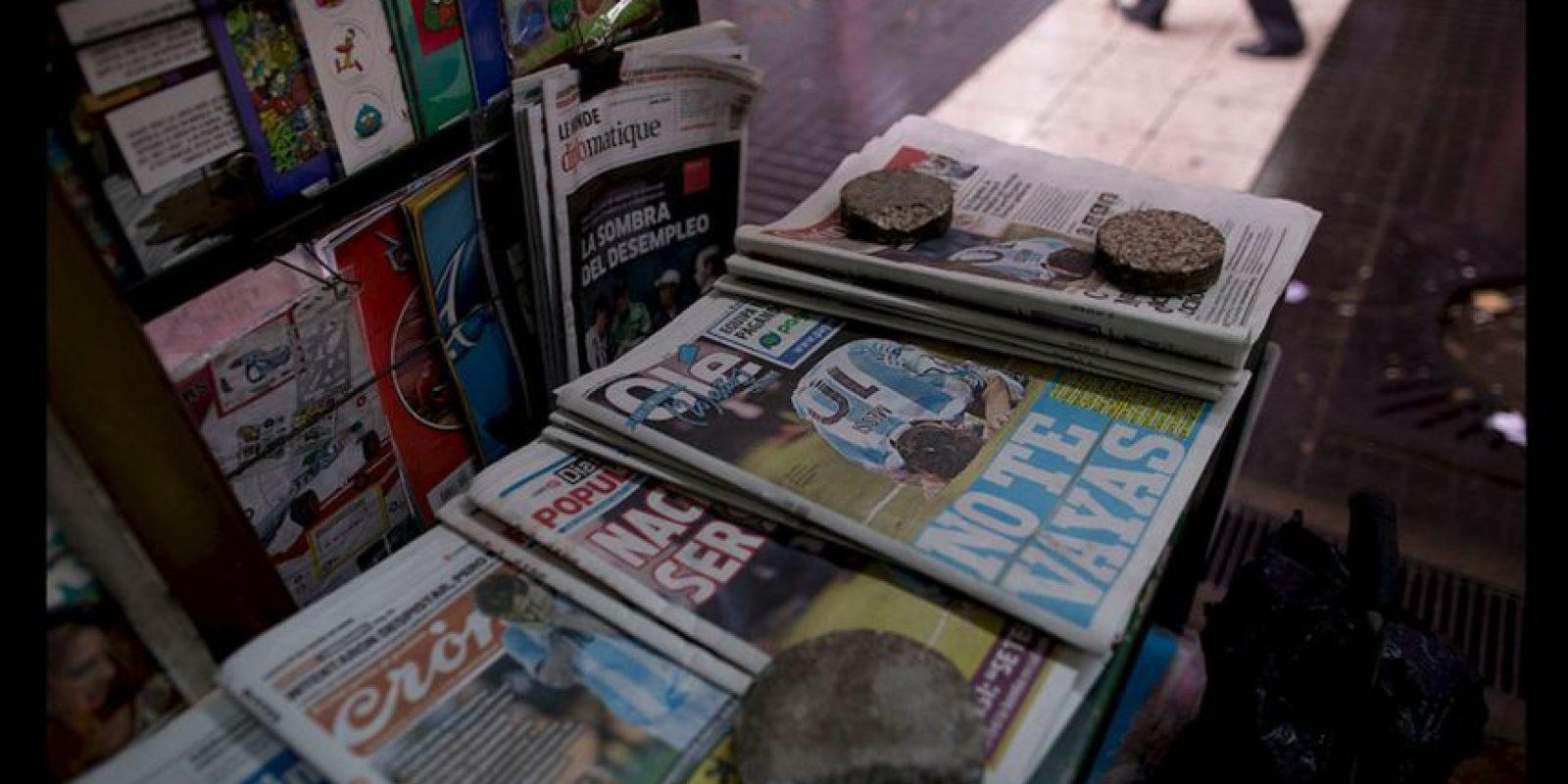 """Hasta la prensa internacional le dice a Messi """"No te vayas"""". Foto:AP"""