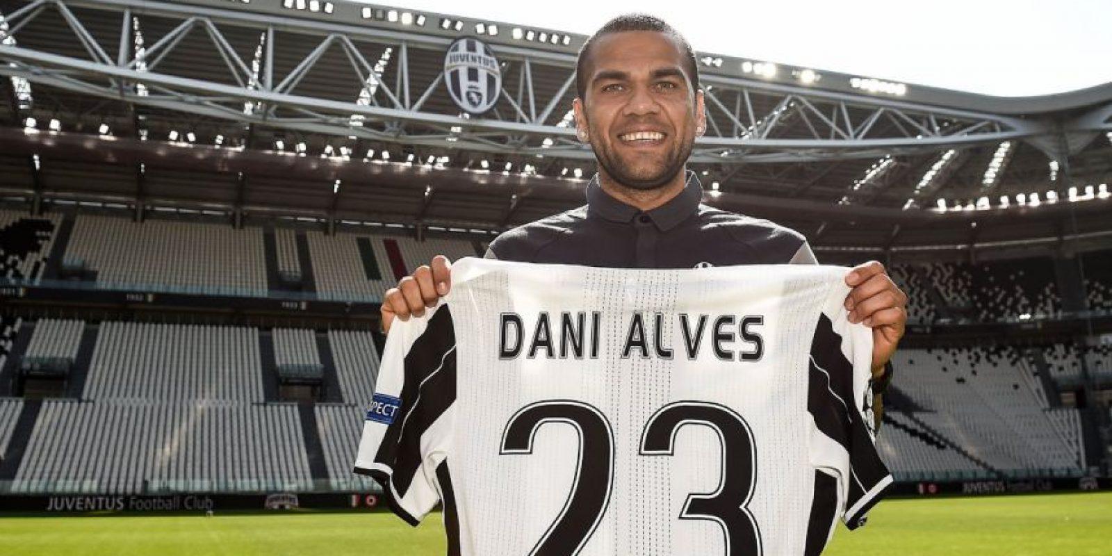 En su llegada al club, Dani Alves eligió el 23 para rendirle homenaje a LeBron James Foto:Sitio web oficial de Juventus