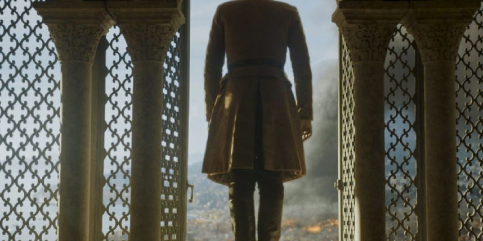 Cuando Tommen se suicida, cumpliendo así la profecía que aqueja a Cersei de que morirán todos sus hijos. Foto:HBO