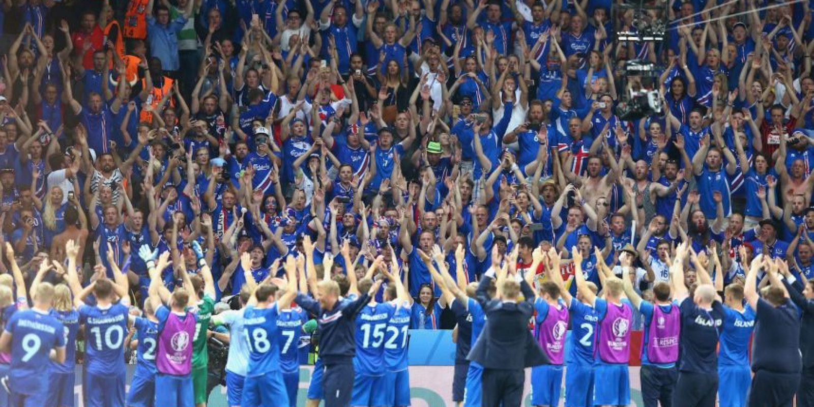 El 'Uh' de los hinchas islandeses se ha vuelto un hit de cánticos luego de sus buenos resultado Foto:Getty Images