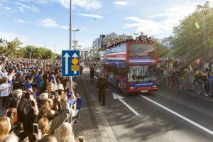 Los islandeses llenaron las calles para recibir a sus héroes Foto:AFP
