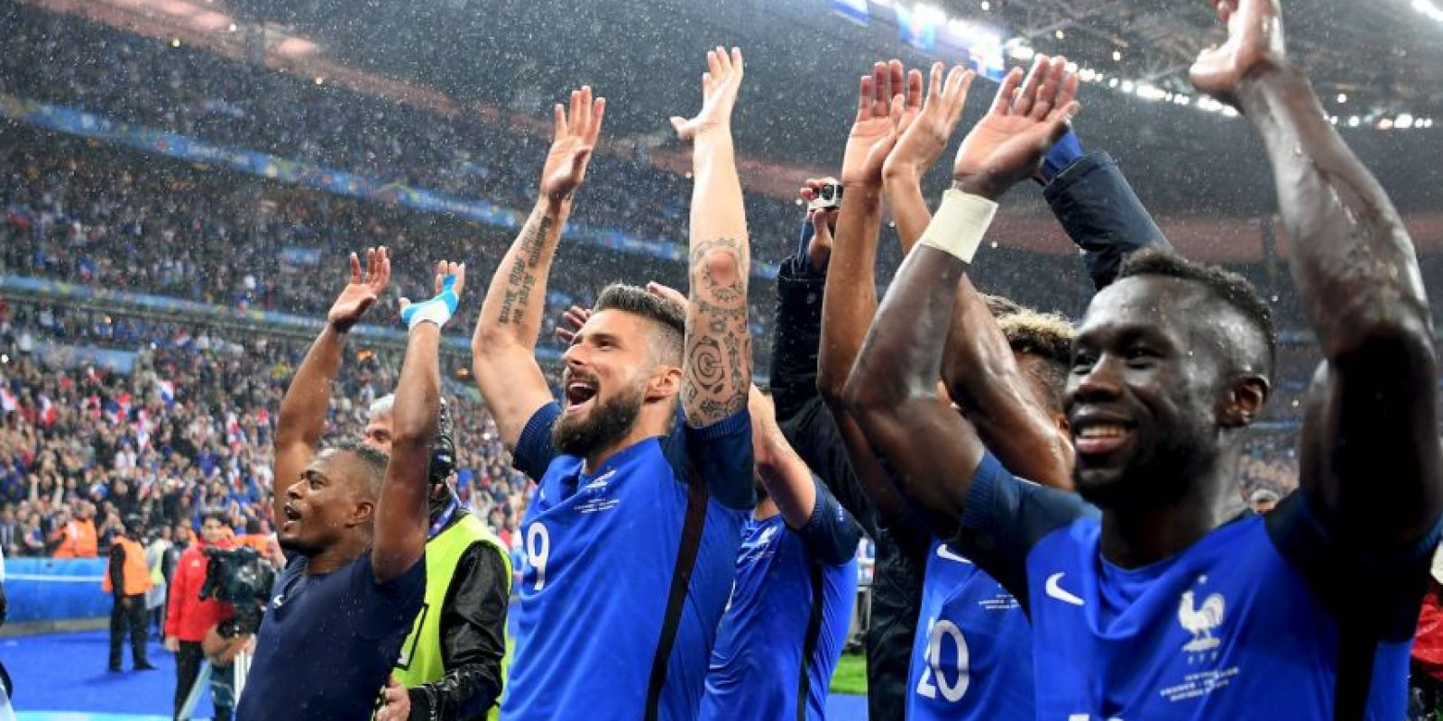 Francia está haciendo valer su condición de local y le propinó una dura goleada a Islandia por 5 a 2 para avanzar a semifinales. Anteriormente, en octavos, sacaron del camino a Irlanda Foto:Getty Images