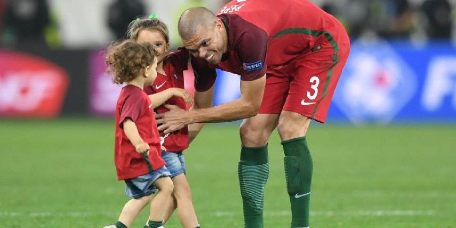 La UEFA lo considera invasión de campo y por eso no lo permitirá para los partidos Foto:DPA