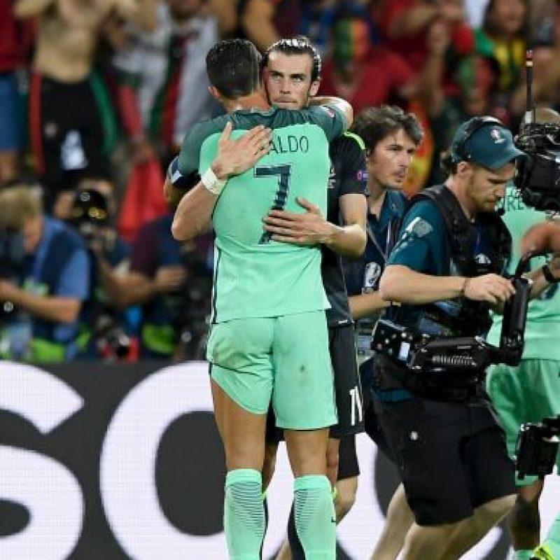 Cristiano Ronaldo y Gareth Bale se abrazaron después del partido Foto:Getty Images