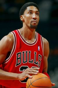 Scottie Pippen. El mejor aliado de Jordan jugó cuatro temporadas en Portland, aunque se retiró en 2004 con Bulls Foto:Getty Images