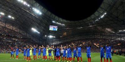 Con el 'uh' clásico de los islandeses, los galos celebraron el 2 a 0 que le propinaron a Alemani Foto:Getty Images
