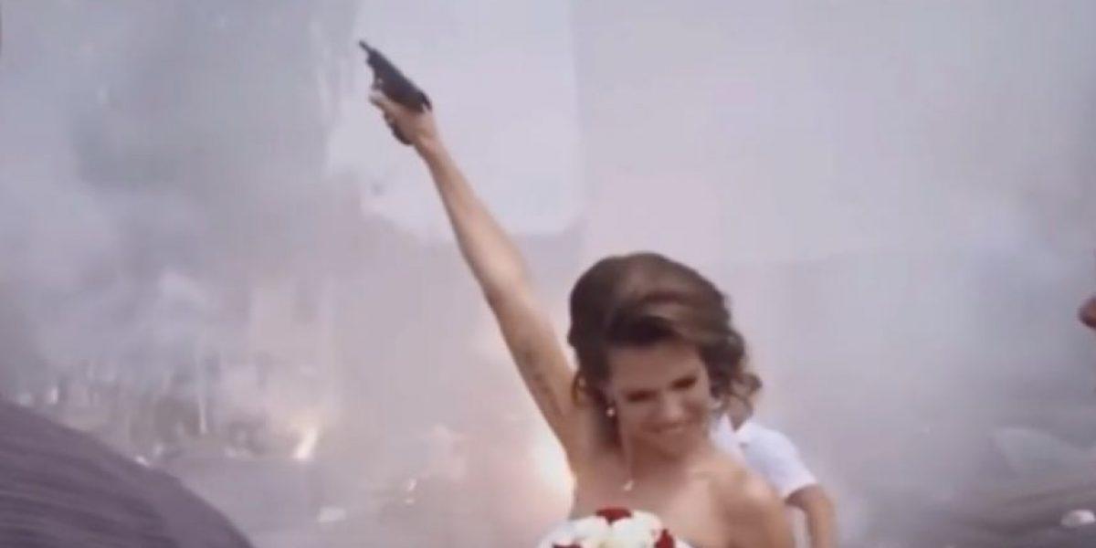 Disparos y bengalas: La loca boda de una pareja de ultras búlgaros