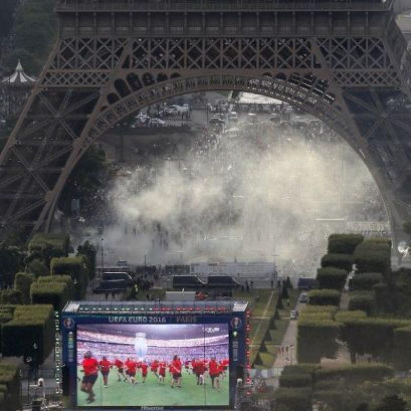 Los hinchas buscaban ingresar a la fan zone Foto:AFP