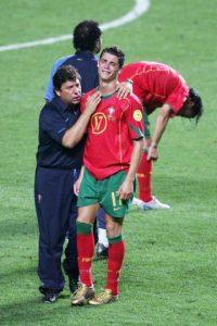 Los portugueses le amargaron la Eurocopa en 2016 a Francia, pero anteriormente les había tocado perder con Grecia como locales Foto:Getty Images