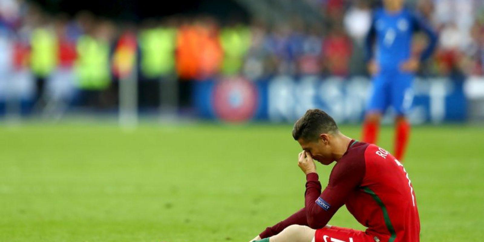El luso tuvo que retirarse lesionado tras un patadón de Dimitri Payet Foto:Getty Images
