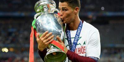 Pese a que se lesionó, Cristiano Ronaldo tuvo un intenso encuentro al borde de la cancha Foto:Getty Images